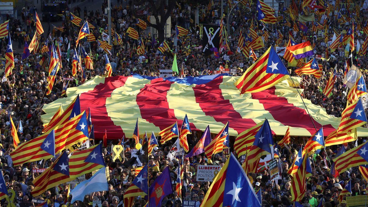 El soberanismo se manifiesta por las calles de Madrid.Borrell dijo que tiene que el plazo a Maduro tien que ser «corto», porque la situación es «insostenible».