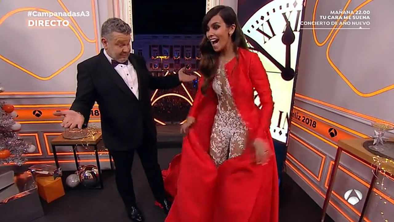 Pedroche vuelve a dar la campanada con su look.Paula Echevarría y Pelayo Díaz