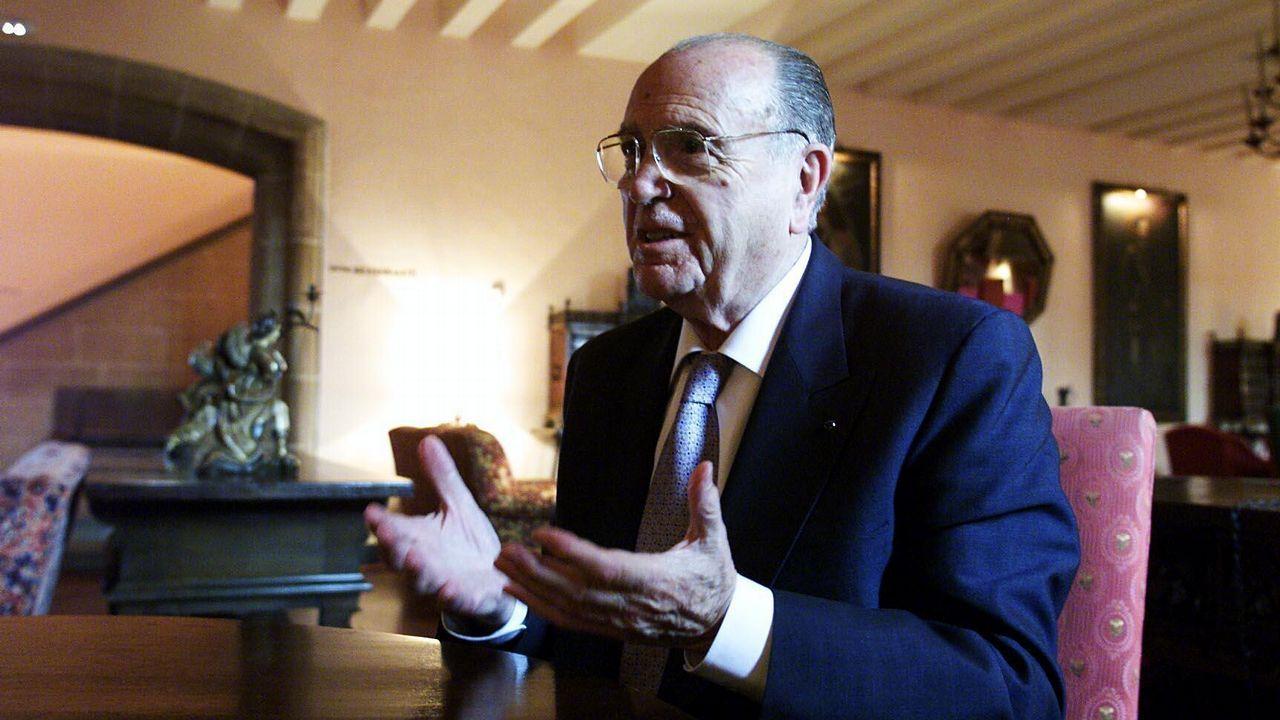 Fernández Albor, en el momento de la imagen presidente de la Xunta, posa junto a Fermín Casado Cepeda, capitán general.
