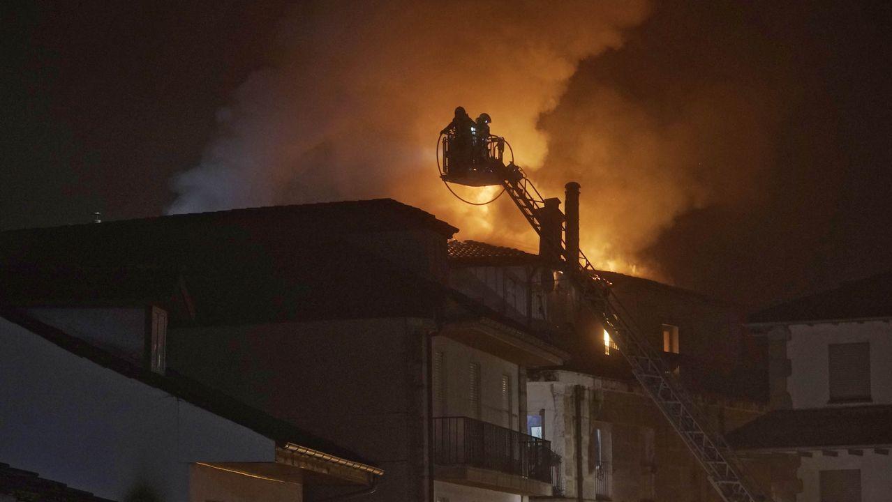 Susto por un incendio en el centro de Ribadavia.Las ayudas son para plantación de viñedo