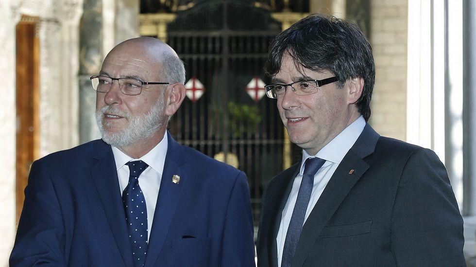Carles Puigdemont junto al fiscal general del Estado, José Manuel Maza.