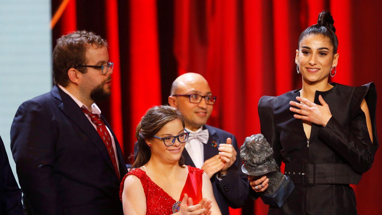 Carolina Yuste, recogiendo el premio a mejor actriz revelación.