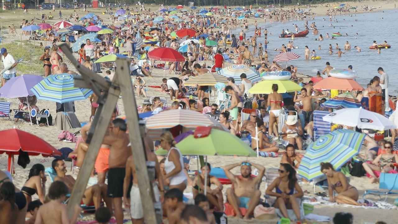 ....y poco sitio en la arena en la playa de Coroso. Esta foto fue sacada a las ocho y media de la tarde