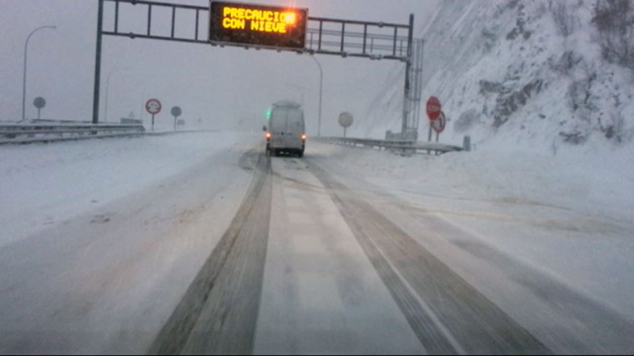 La autopista del Huerna.Nieve en el Huerna