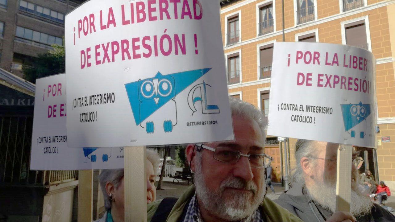 Carteles en apoyo a la libertad de expresión mostrados en Valladolid, en la concentración en apoyo a Blanca Cañedo