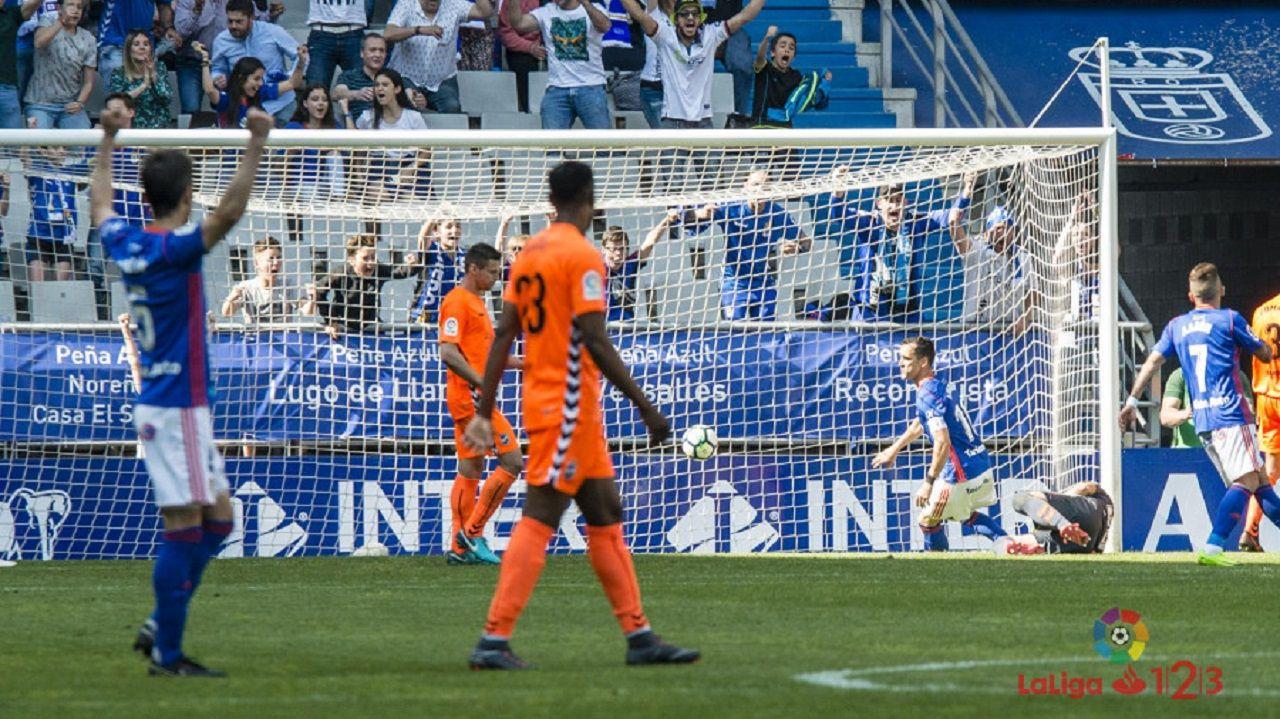 Gol Linares Real Oviedo Lorca Carlos Tartiere.Momento en el que Linares marca el 2-0 ante el Lorca