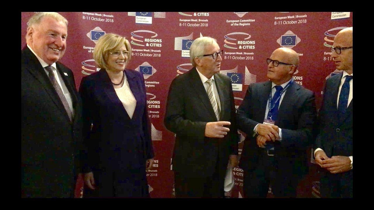 En directo: el Gobierno explica el pacto presupuestario con Podemos.Guiuseppe Conte y sus dos vicepresidentes en el exterior del Palacio Chigi en Roma