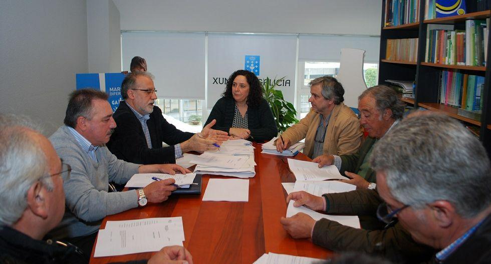 Reunión de trabajo en Santiago entre los viticultores y Belén do Campo.