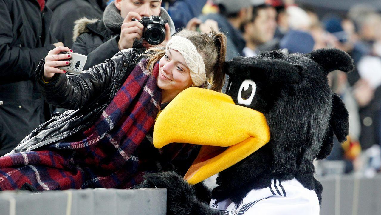 Selfie con la mascota de la selección alemana