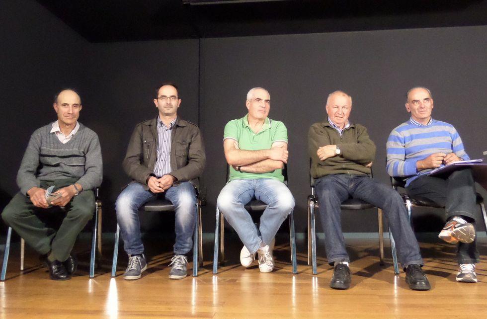 Los integrantes de la directiva de Promalfoz, la asociación de productores de madera alfocenses.
