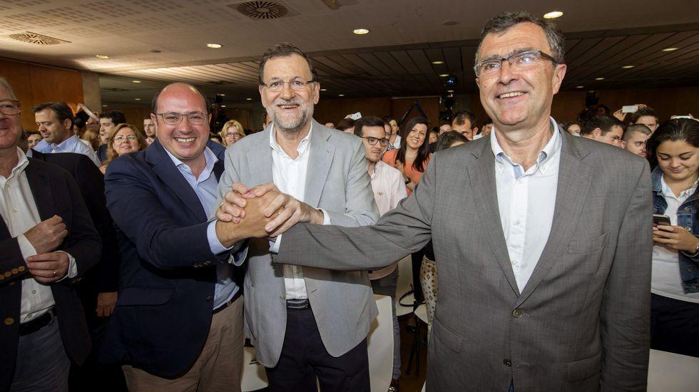 Pedro Antonio Sánchez, a la izquierda, junto a Mariano Rajoy y el candidato a la alcaldía de Murcia.