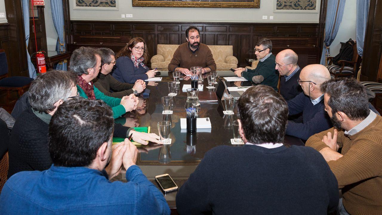 Reunión en Ayuntamiento Coruña con el sector del taxi