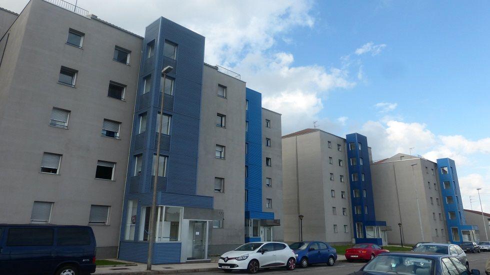 Fachada de las viviendas de la calle Francisco Eiriz, en Jove
