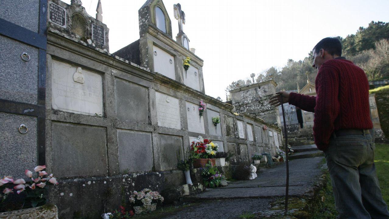 Las fotos de la procesión del Martes de Pascua.La tumba en la que están los restos de Paulino no tiene nombre