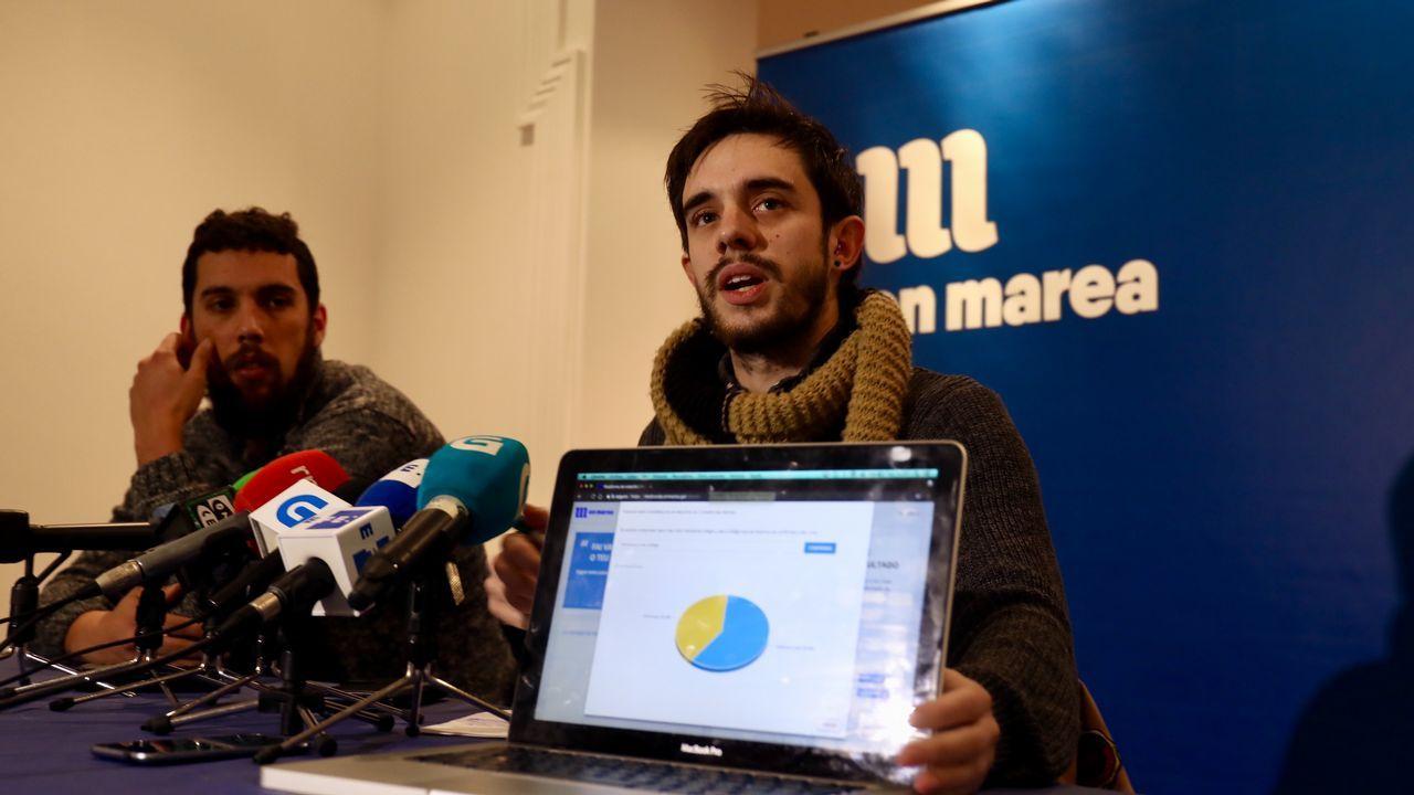 Manuel Fernández y Daniel Conde, miembros del comité electoral que atendieron a los medios