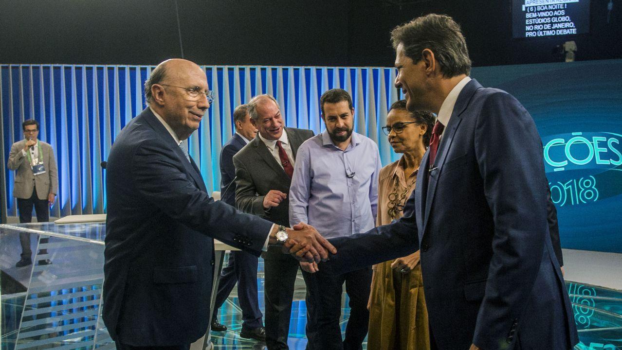 Meireles (izquierda) saluda a Haddad en presencia del resto de aspirantes, excepto Bolsonaro