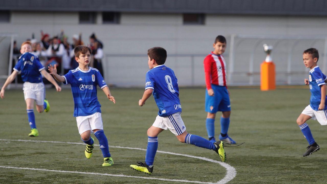 Copa Integra benjamin Real Oviedo Sporting.El equipo benjamín del Real Oviedo celebra uno de los goles ante el Sporting