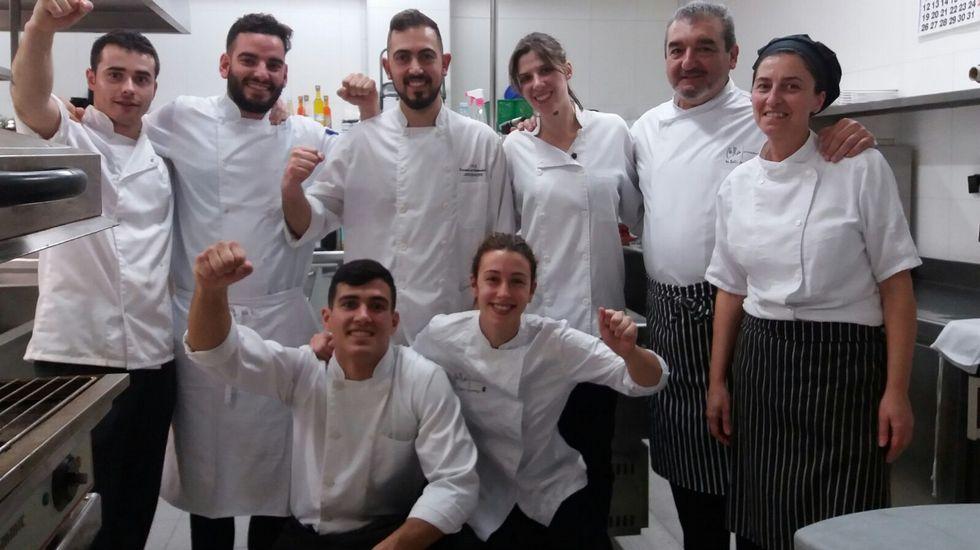 ¿Quieres cocinar como Martín Berasategui?.Nacho Manzano, entre sus hermanas Sandra y Esther