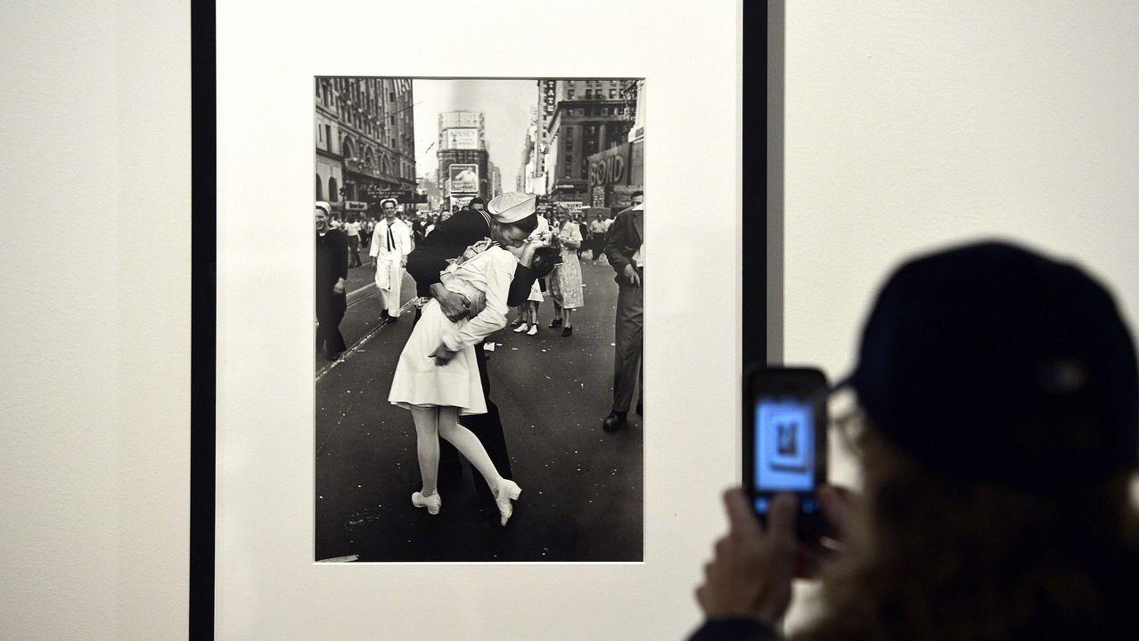 La fotógrafa Laura van Severen inmortaliza el vertedero de Serín.Paula Echevarría posando en Instagram