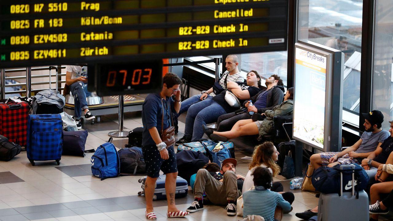 Los turistas explican sus opciones preferidas para el alojamiento en Asturias.Inmigrantes rescatados por el buque Aquarius