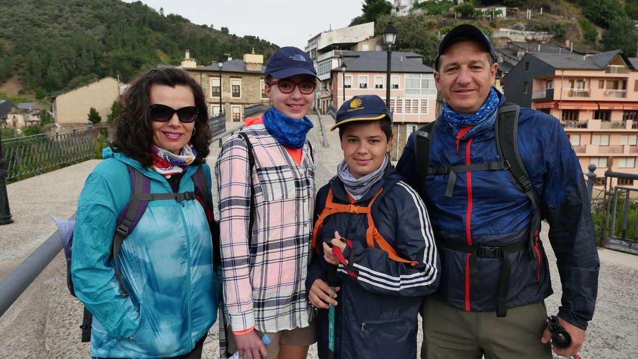 .A esta familia de Granada, que hace unida el Camino, la vimos antes de arrancar esta etapa número 13
