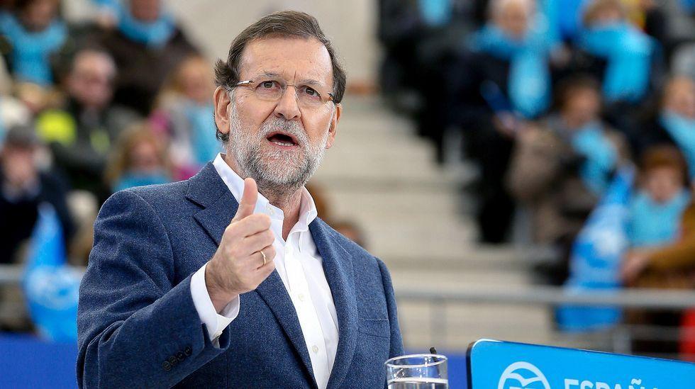 Sáenz de Santamaría: «Los españoles han apostado por una agenda moderada».Carroza de Reyes del 2015 en Coristanco