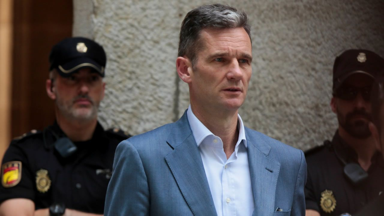 Urdangarín recoge su orden de ingreso en prisión.