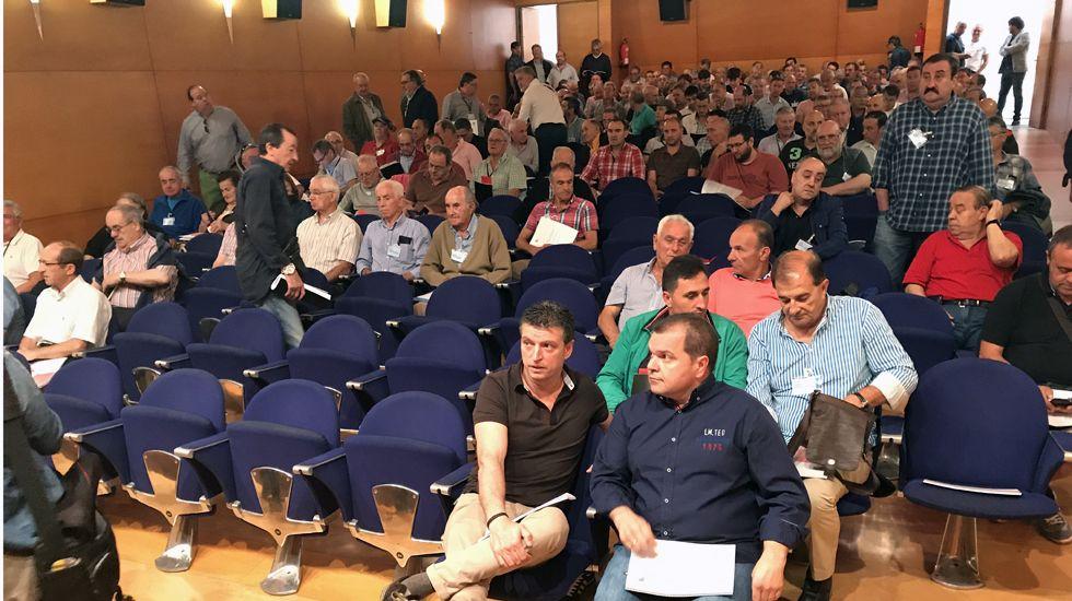 José Luis Álperi, secretario general del SOMA, sentado en primer fila antes del inicio de la asamblea del Montepío de la Minería.José Luis Álperi, secretario general del SOMA, sentado en primer fila antes del inicio de la asamblea del Montepío de la Minería