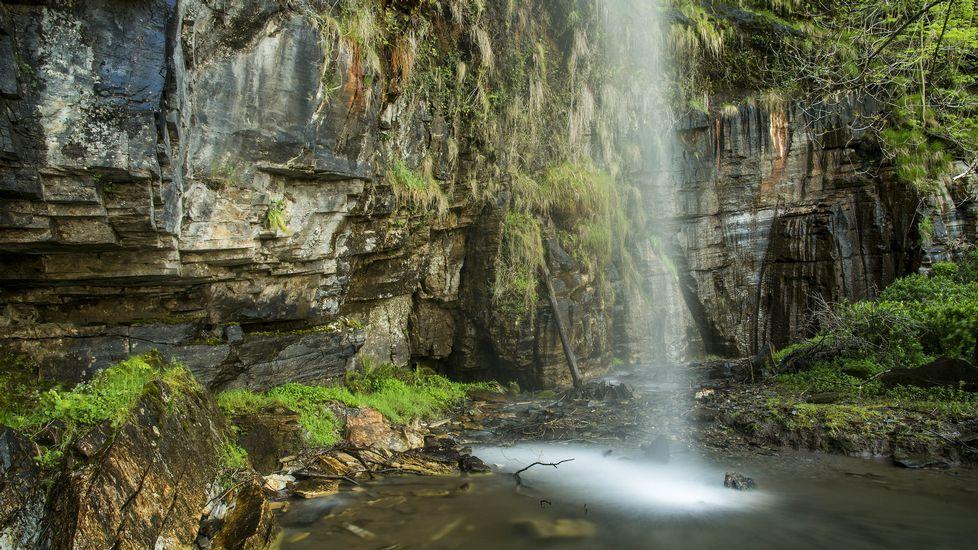 Así son los parajes que ofrece elvalle del río Lóuzara.