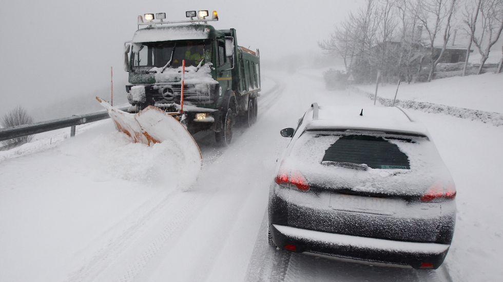 La nieve cubre de blanco las zonas altas de Galicia