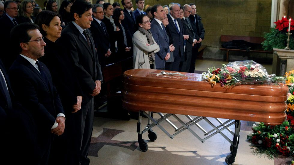 Segundo González (Podemos).La Iglesia de la Asunción de Gijón acogió el funeral por exministro de Educación y abogado asturiano Aurelio Menéndez