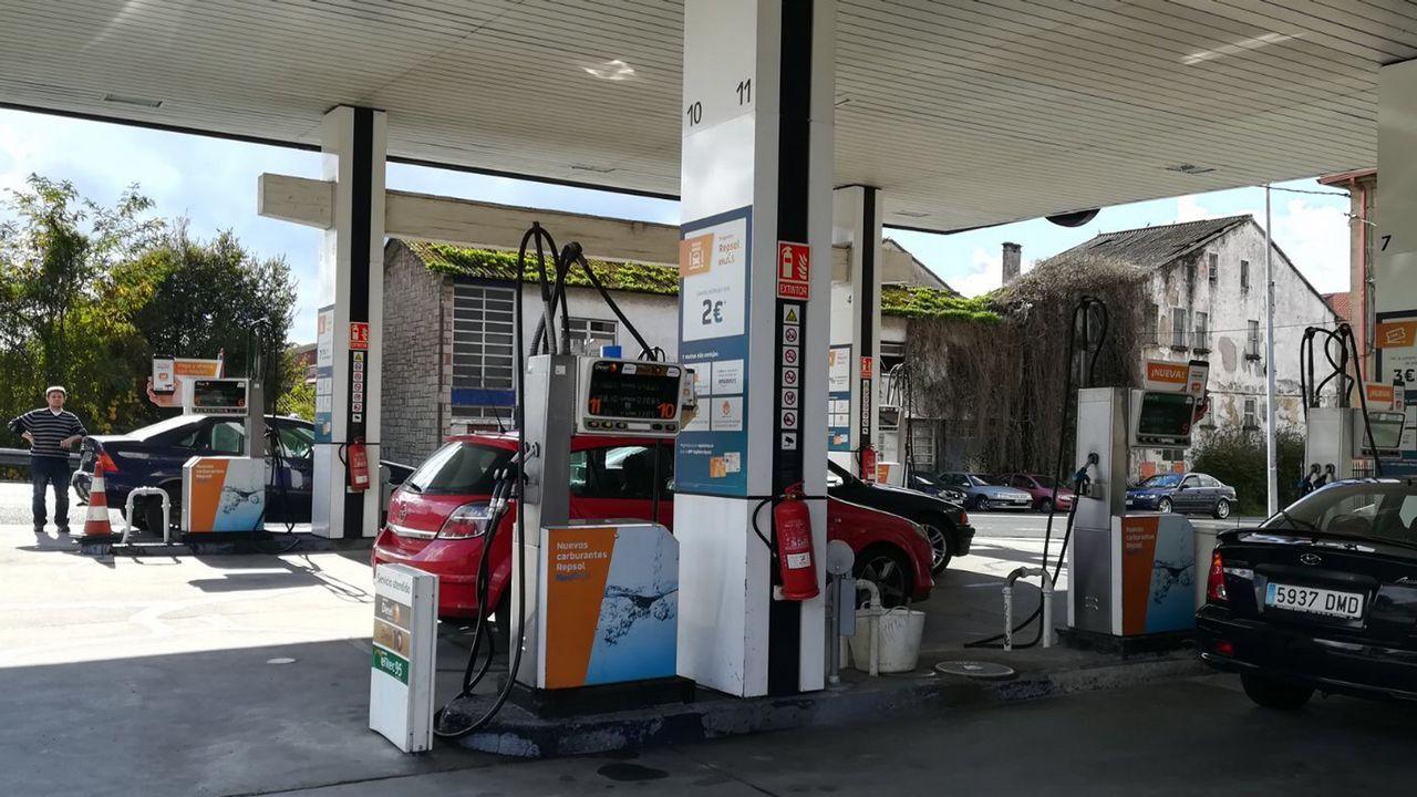 Petrolero abandonando el puerto.PUERTO EXTERIOR DE PUNTA LANGOSTEIRA. GALERÍA DE GRANELES