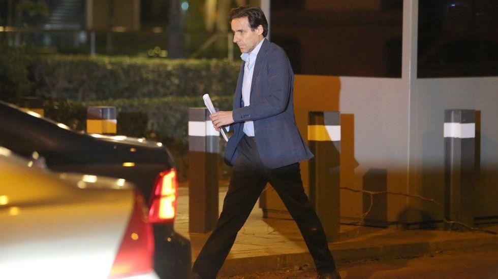 Javier Fernández interviene en el pleno de la Junta General.Javier López Madrid, a su salida de la Audiencia Nacional el pasado mes de abril