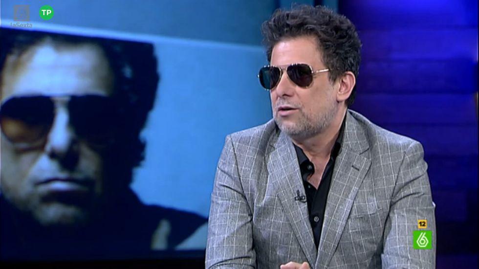 Andrés Calamaro: «Estoy casado según la ley del rock and roll».Maradona y su padre, en una imagen de archivo