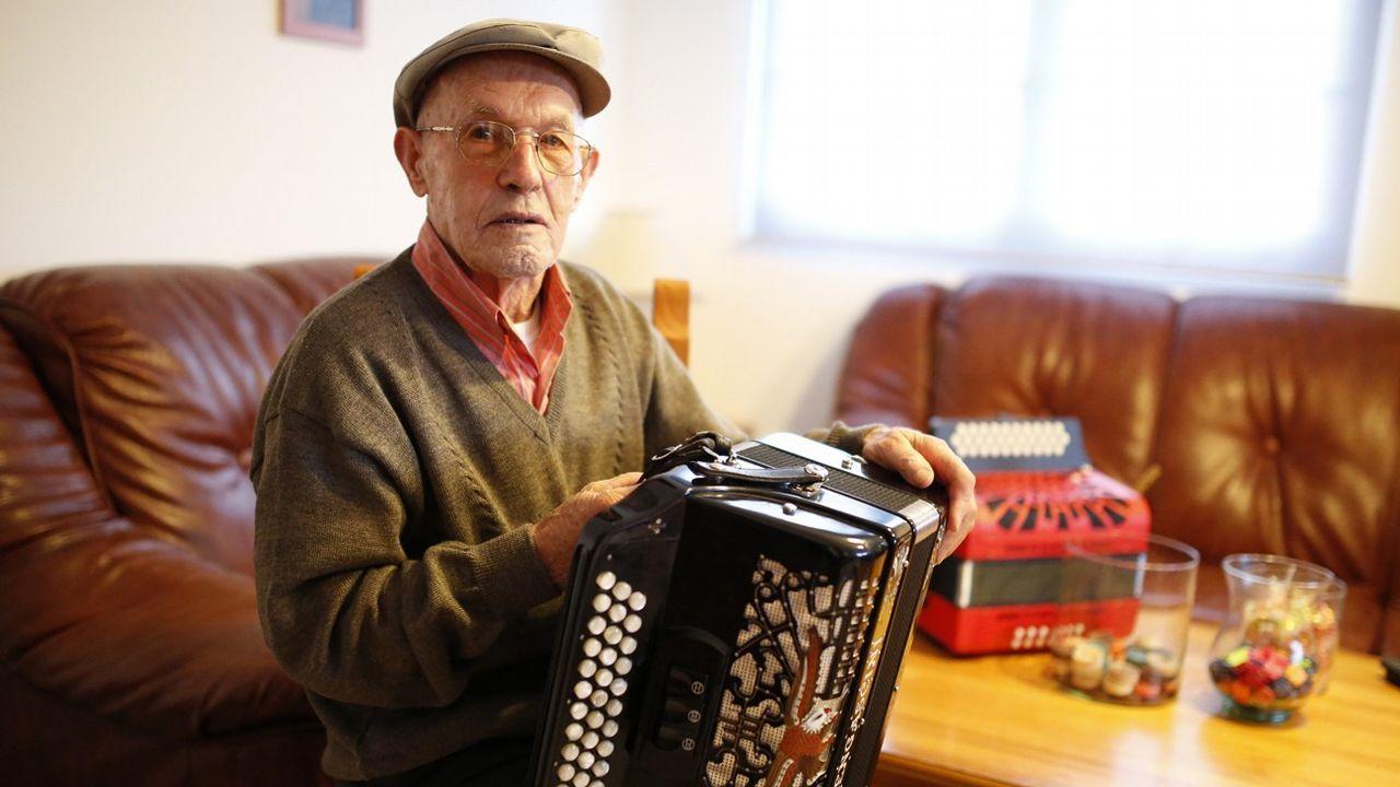 Iago Tobase presentó en Muxía como el «alcalde da rúa»