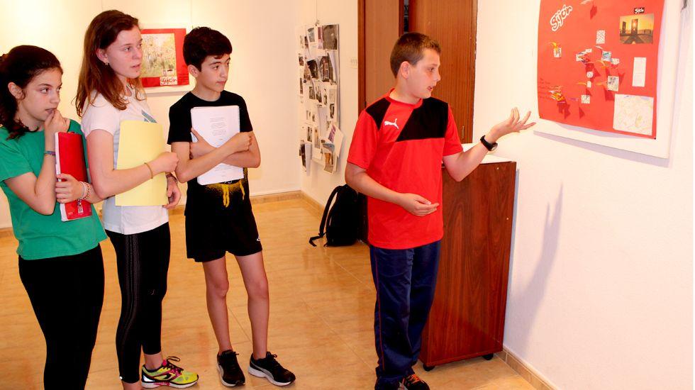 Alumnos y alumnas de 1º de la ESO del RIES Jovellanos muestran su ruta poética por Gijón
