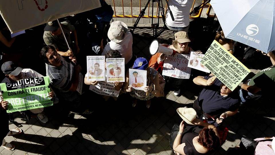 La cúpula del PP declara en el caso Bárcenas.Amaiur escenifica su rechazo con un «autocastigo»
