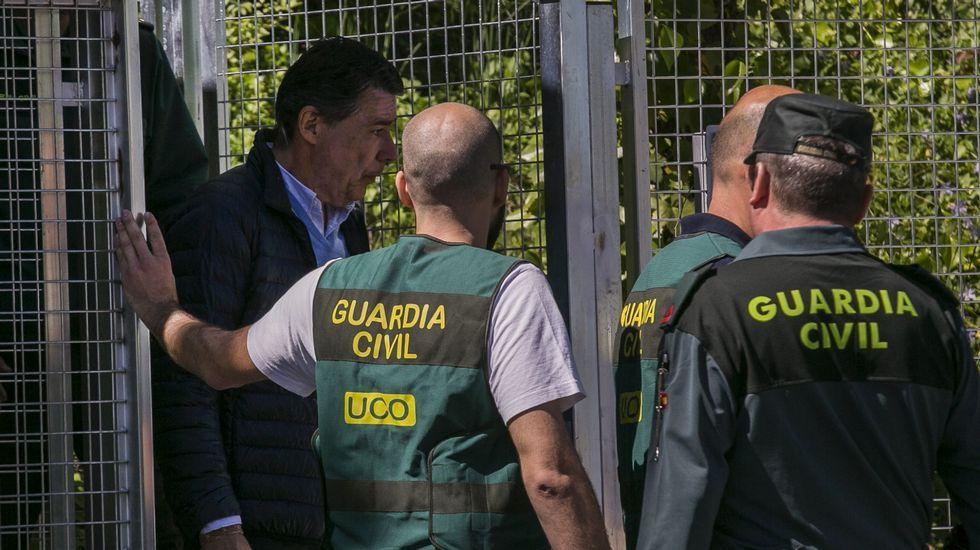 La trayectoria política de Esperanza Aguirre, en fotos.Esperanza Aguirre, como ministra de Cultura en el 2006, junto a Manuel Fraga.