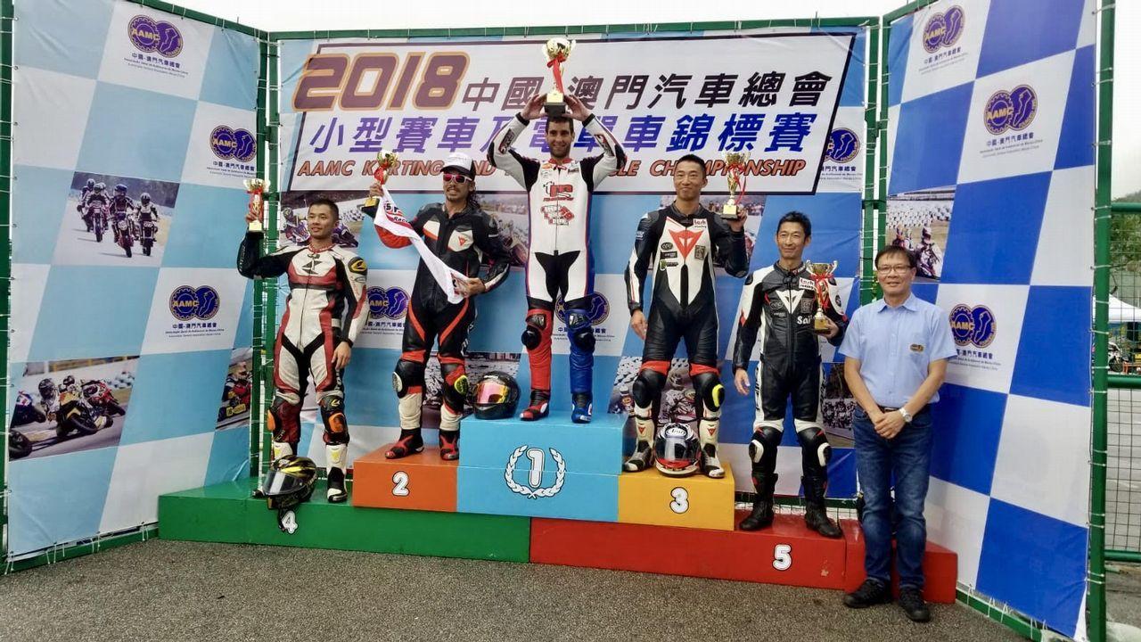 Adrián también lidera el campeonato de minigp
