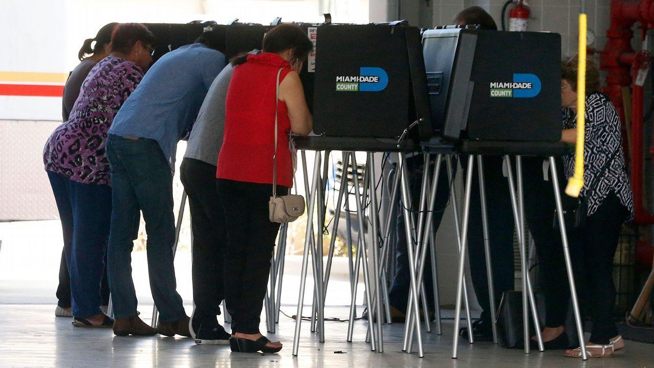 Votantes en un colegio de Miami, Florida