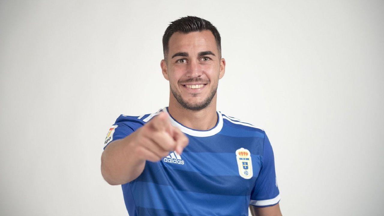 Joselu con la camiseta del Real Oviedo