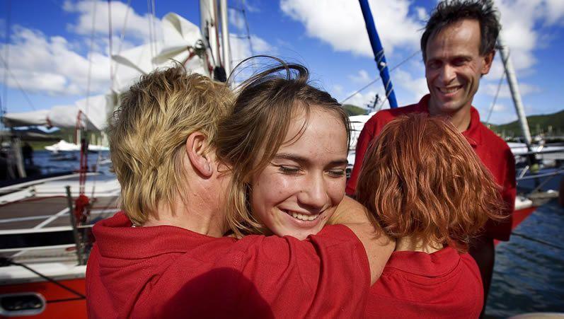 Laura Dekker completa, con 16 años la vuelta al mundo en solitario