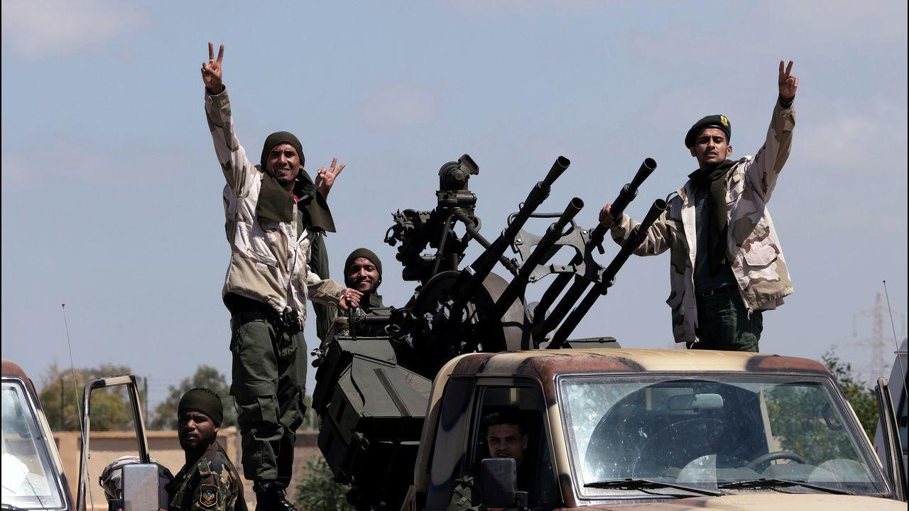 Soldados de la milicia de Haftar salen de Bengasi para reforzar a las tropas en Trípoli