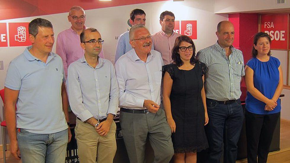 Antonio Trevín y Adriana Lastra, con los alcaldes del suroccidente.Antonio Trevín y Adriana Lastra, con los alcaldes del suroccidente