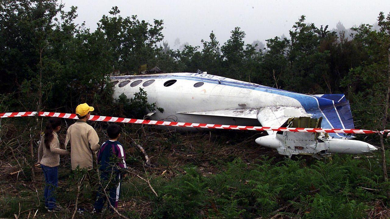 Accidente de un avión de carga francés cerca de Lavacolla en el 2001. Los tripulantes salieron ilesos