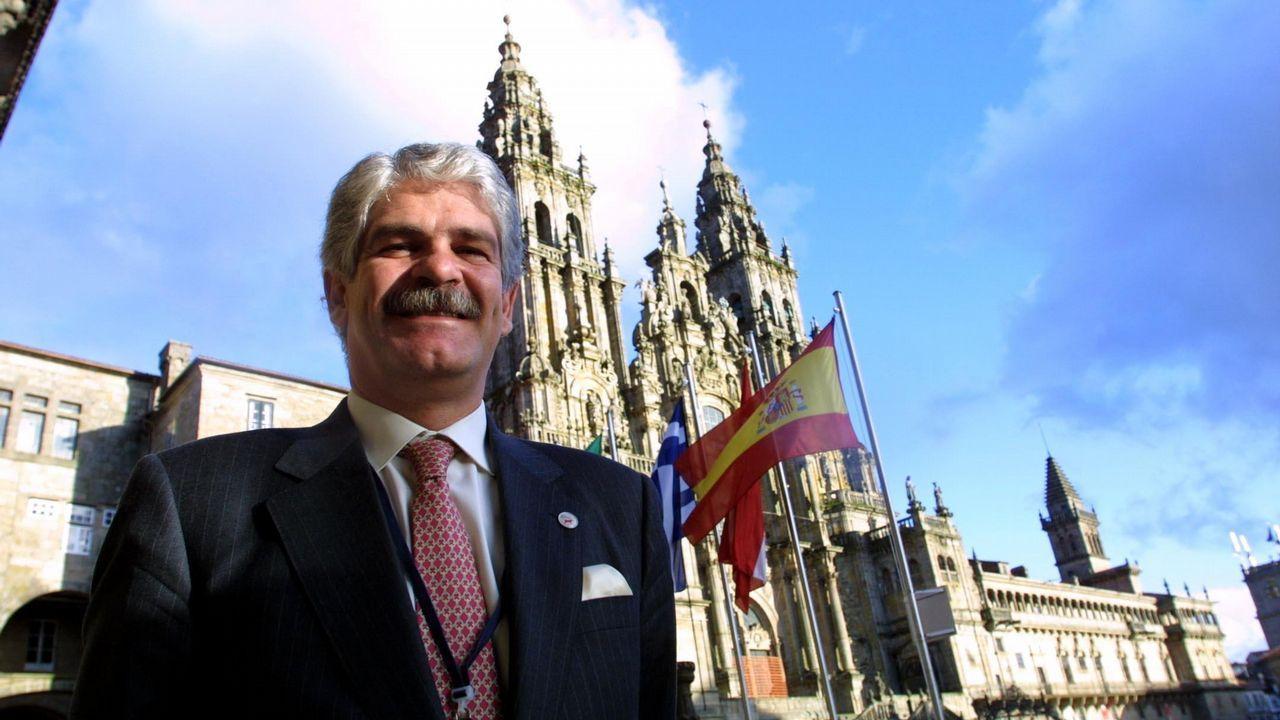 Alfonso Dastis en una visita a Santiago