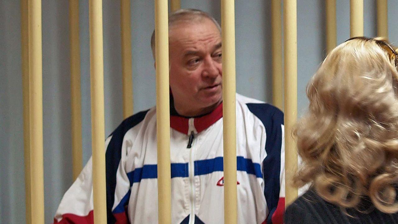 Fotografía de archivo fechada el 9 de agosto de 2006 que muestra al exespía ruso Sergei Skripal, durante una audiencia en el tribunal militar de Moscú, en Rusia.
