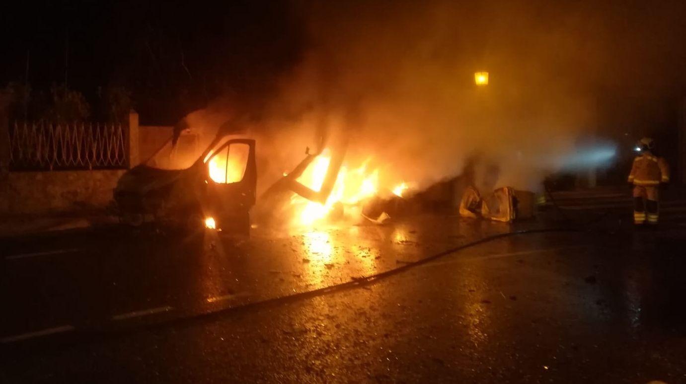 Investigan el incendio de una ambulancia en A Cañiza.Momento de la detención del acusado, hace dos años