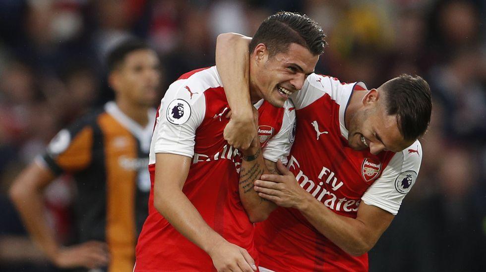 Xhaka celebra con Lucas el triunfo del Arsenal