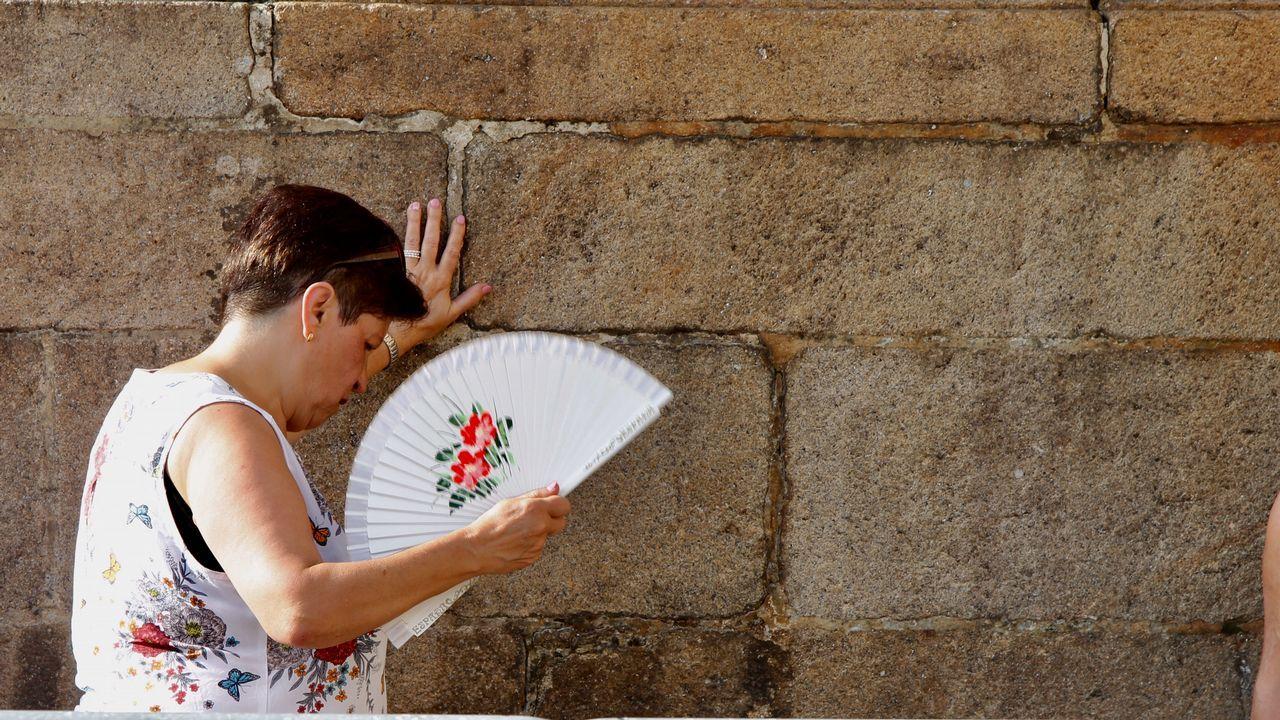 Los autores de la pintada en la catedral de Santiago se exponen a multas de entre 6.000 y 150.000 euros